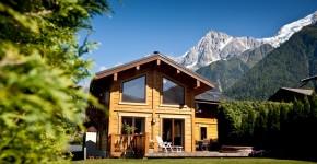 Деревянные дома из профилированного бруса:  проекты, преимущества и особенности строительства фото