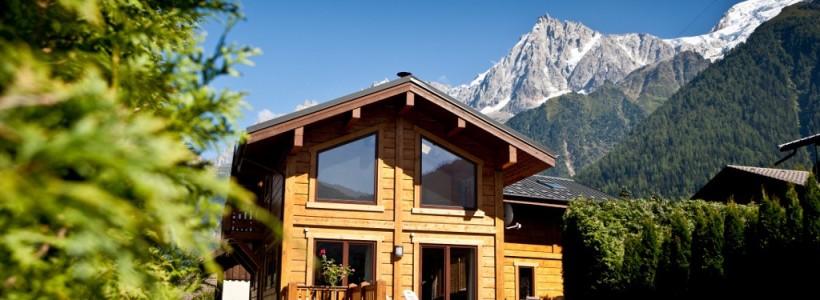 Деревянные дома из профилированного бруса:  проекты, преимущества и особенности строительства