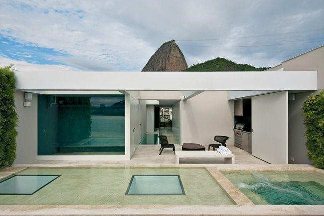 Комплекс, включающий в себя бассейны, сауну и просторную зону отдыха