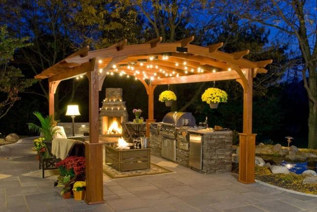 Романтика и уют вечерней подсветки в беседке