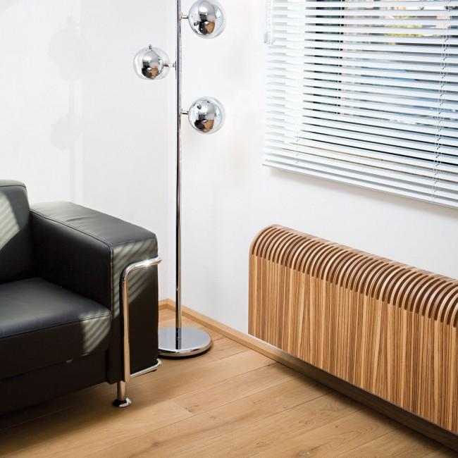 Биметаллическая батарея с декоративным деревянным экраном