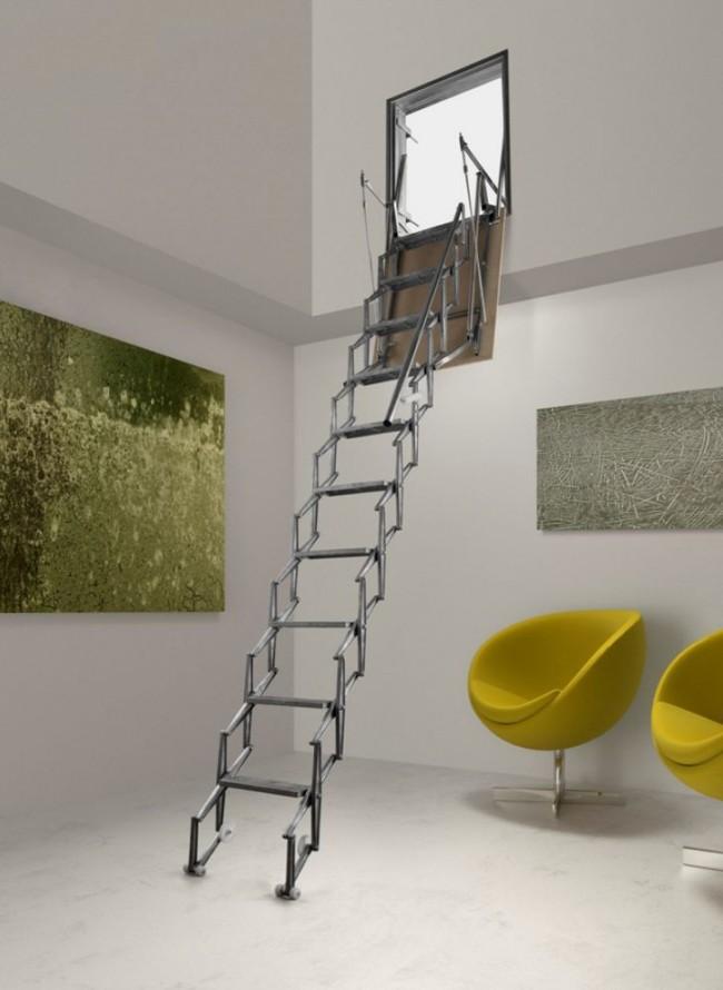 Складная лестница из темного металла станет изюминкой интерьера