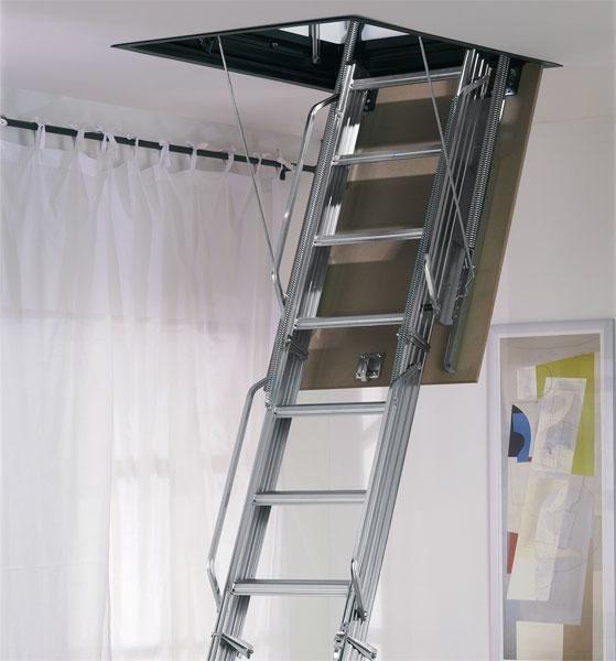 Металлические лестницы на чердак выглядят очень стильно