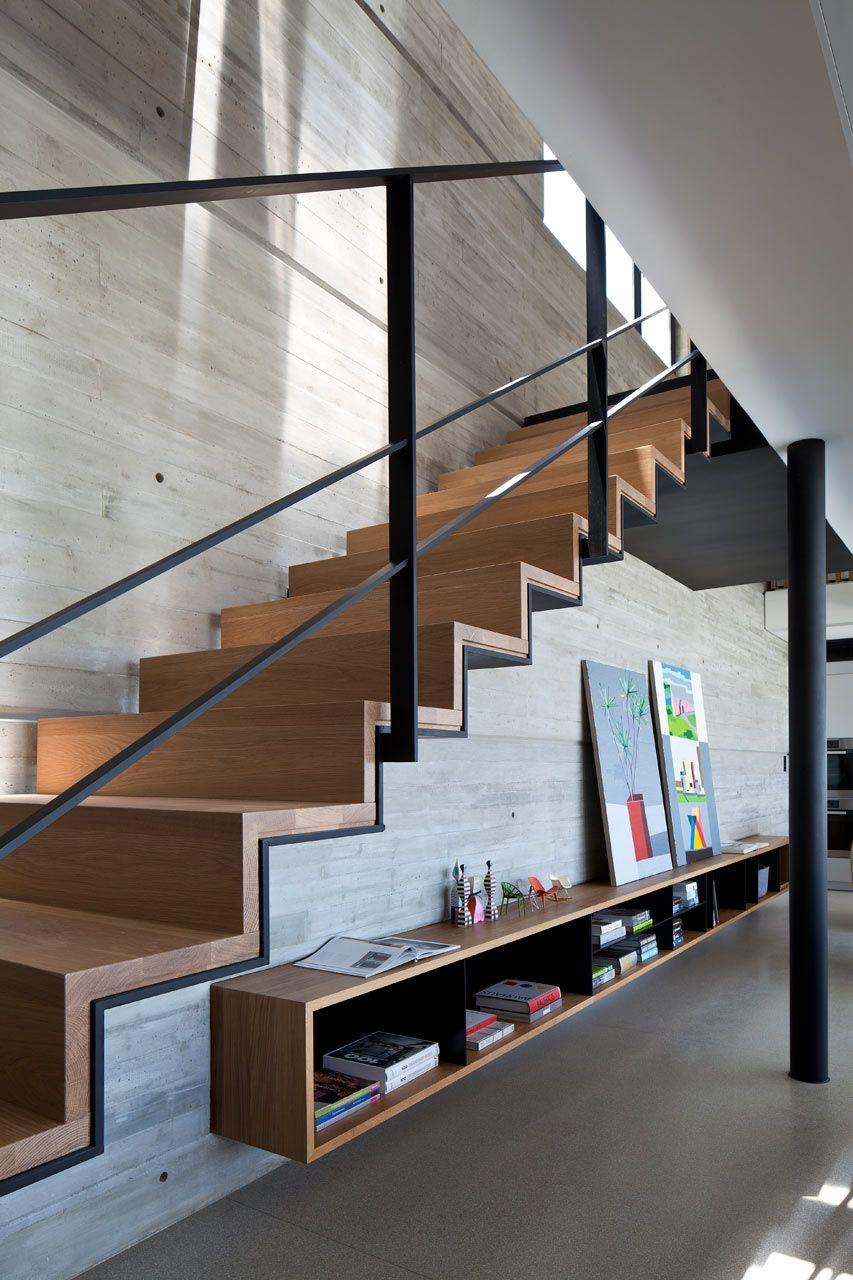 Металлическая лестница на второй этаж дизайн