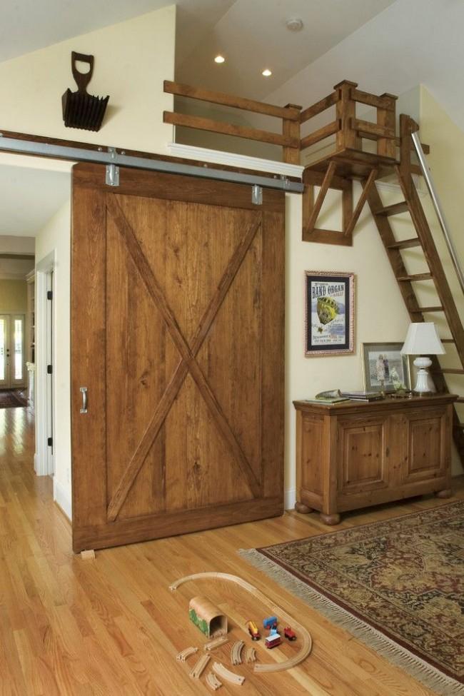 Детская комната с раздвижной деревянной дверью