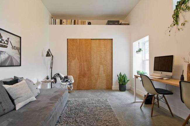 Деревянная дверь в современном стиле