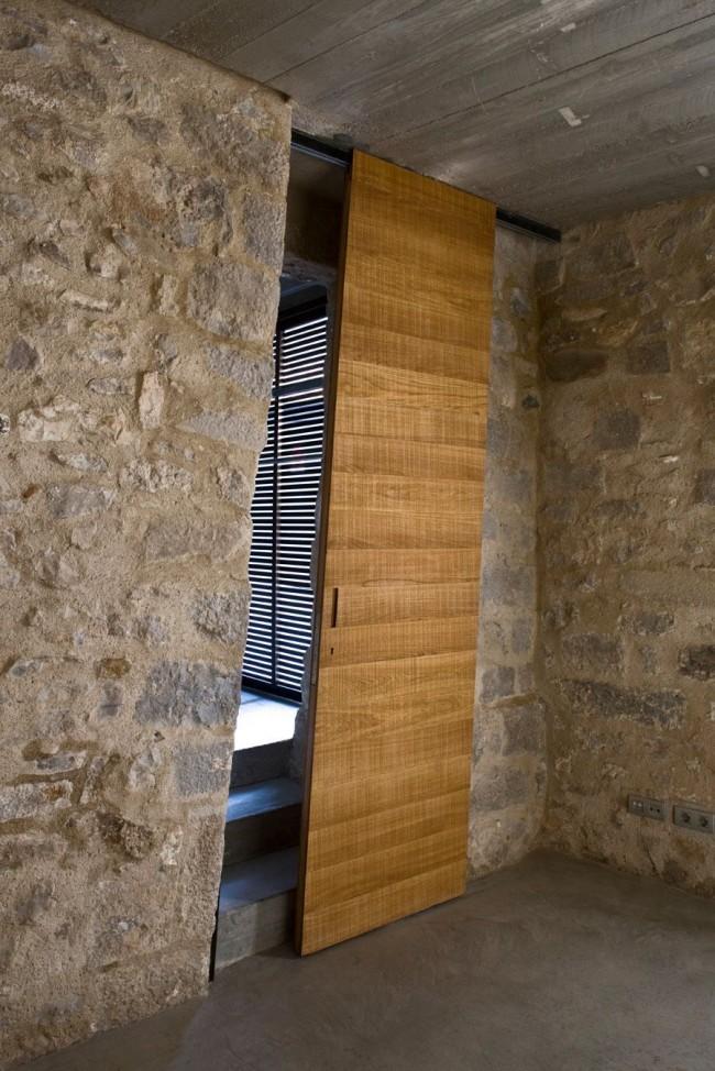 Межкомнатная дверь в форме параллелограмма