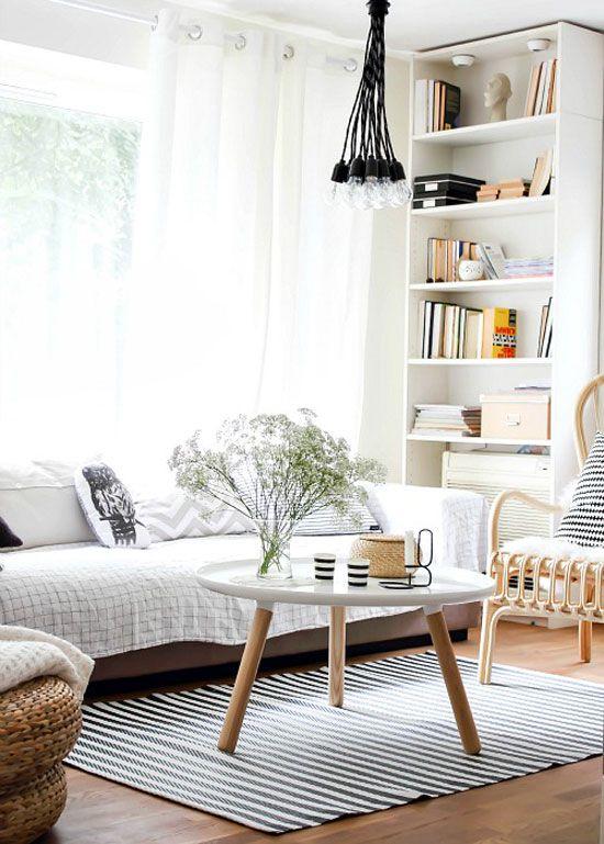 Небольшая гостиная в квартире с великолепным интерьером