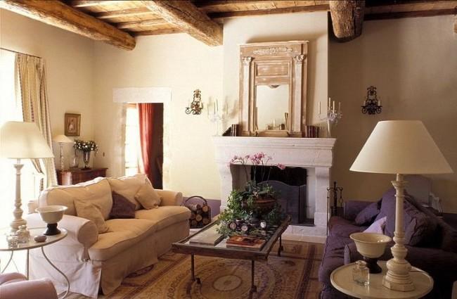 Ощущение тепла и уюта дополняется камином, расположенным в гостиной
