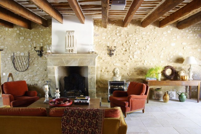 Балки на потолках - также черта стиля прованс