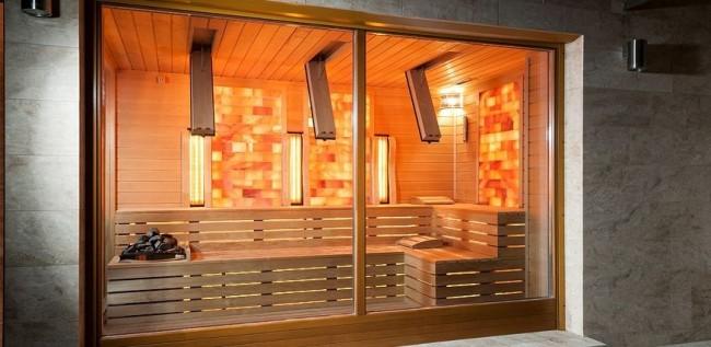 При обшивке сауны лучше использовать натуральную древесину