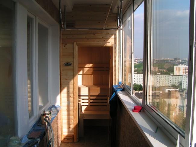 Небольшую инфракрасную кабину можно установить даже на балконе