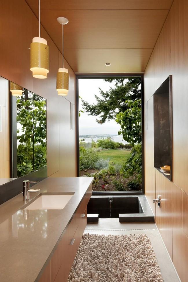 Интересный интерьер ванной комнаты с джакузи