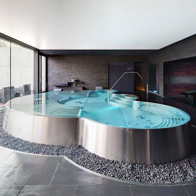 Ванна с гидромассажем из стали