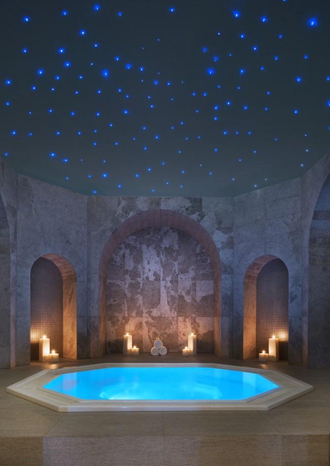 Потолок в ванной комнате с имитацией звездного неба
