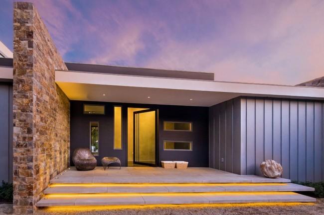 Светодиодное освещение крыльца современного дома