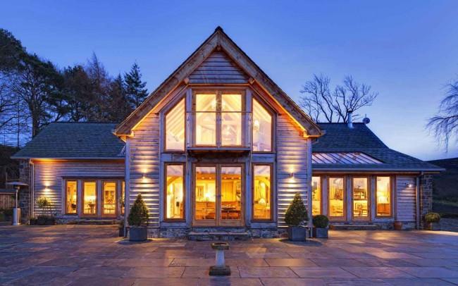 Каркасный дом с отделкой натуральным деревом