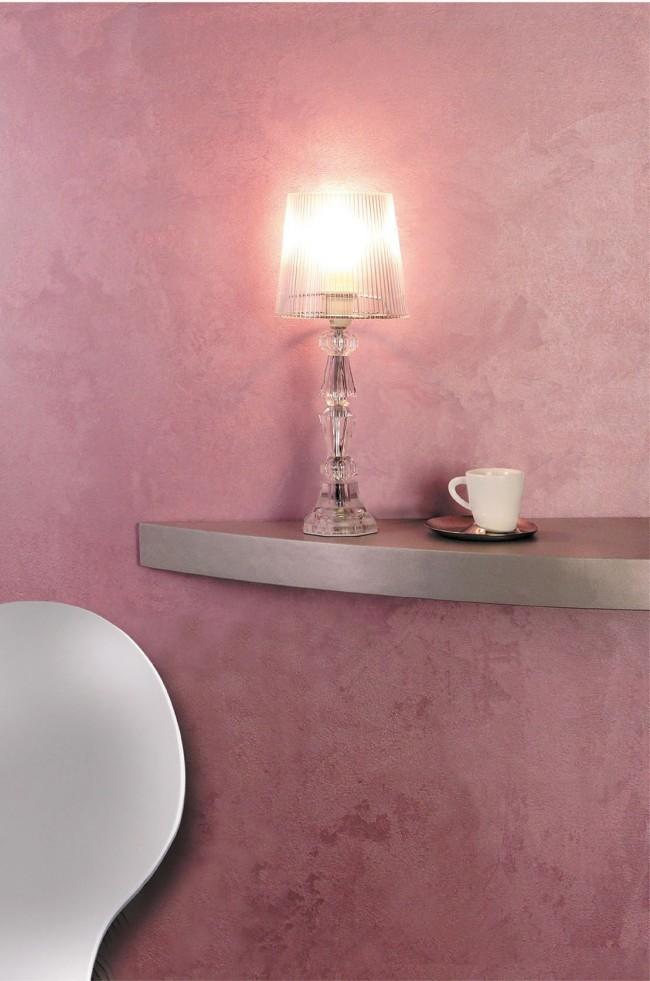 При помощи краски с эффектом шелка можно создать нежное, романтичное настроение в интерьере