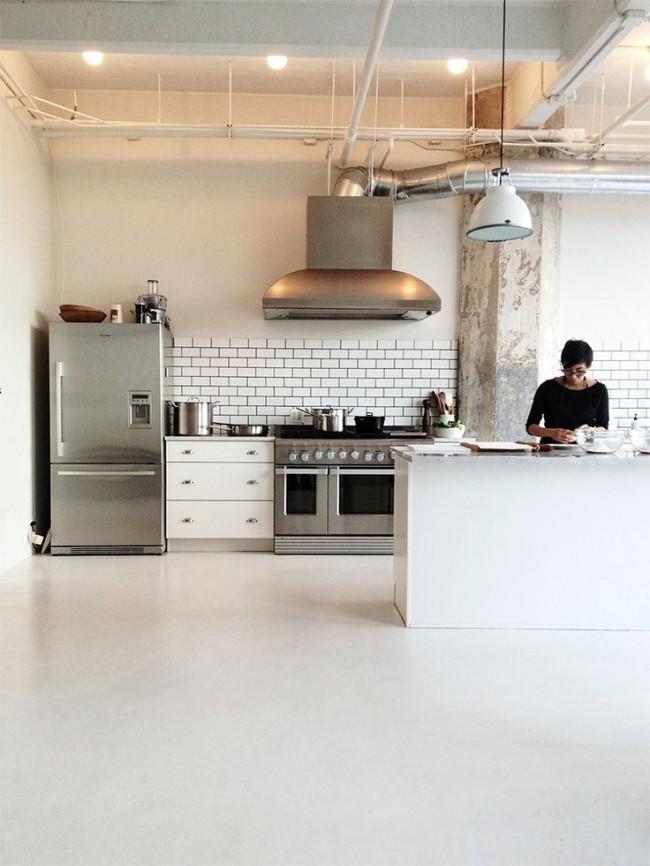 Кухня лофт приемлет бытовую технику любого дизайна - от ретро до супер-современной