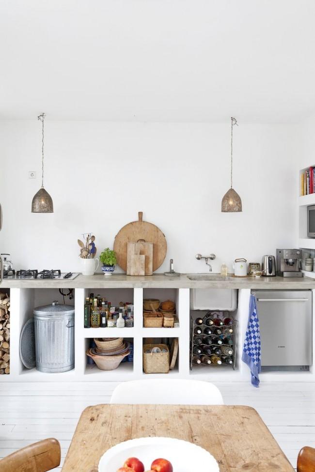 Белый - один из традиционных цветов в отделке кухни лофт
