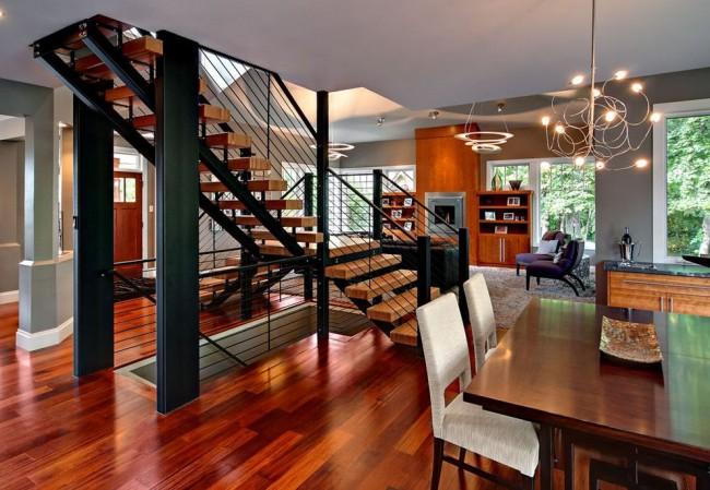 Современный интерьер с металлической лестницей