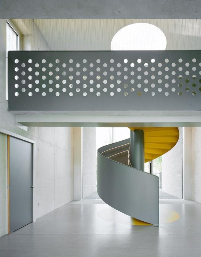 Внутренняя междуэтажная лестница