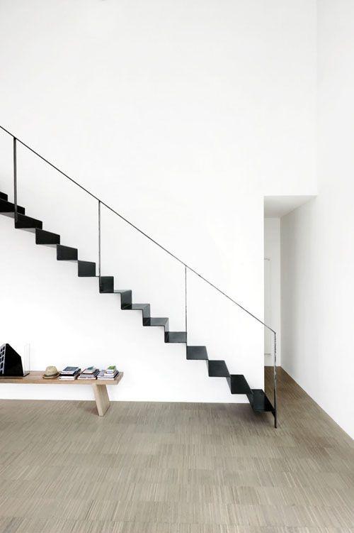 Металлическая лестница в стиле минимализм