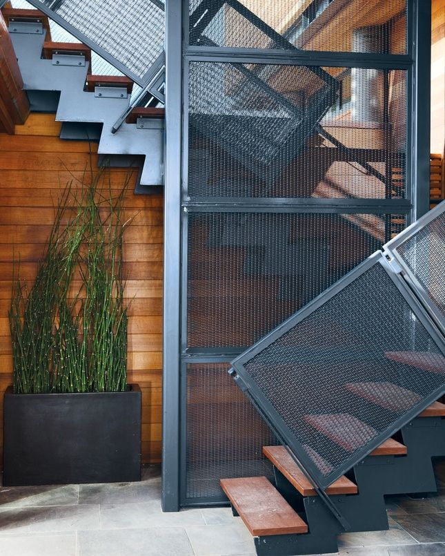 Лестница на металлическом каркасе в стиле модерн
