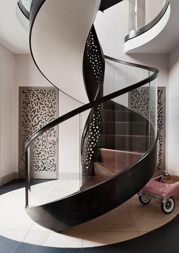 Замечательная винтовая лестница закрытого типа