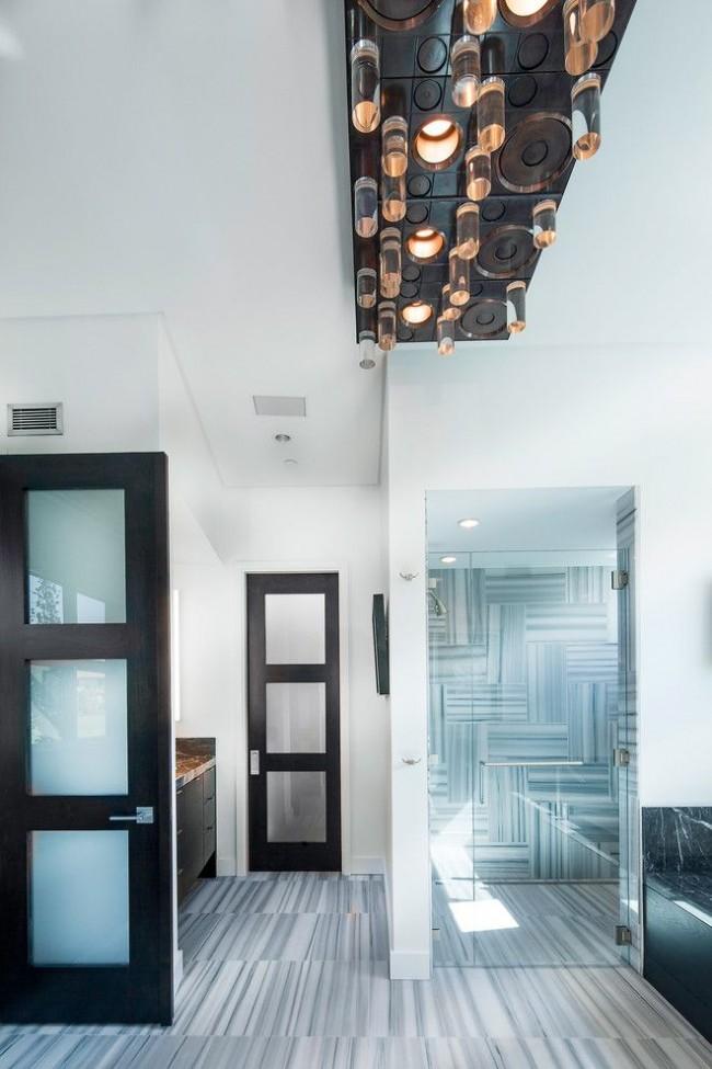 Межкомнатная дверь из шпона со стеклянными вставками