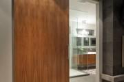 Фото 4 Межкомнатные двери из шпона (59 фото): что это такое и как выбрать правильно?