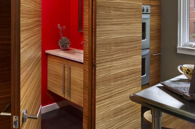 Межкомнатные двери и мебель отделаны одинаковым шпоном