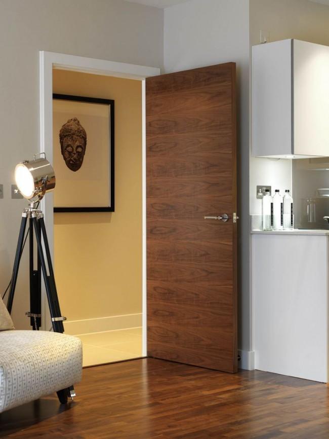 При выборе двери обратите внимание на качество поклейки шпона