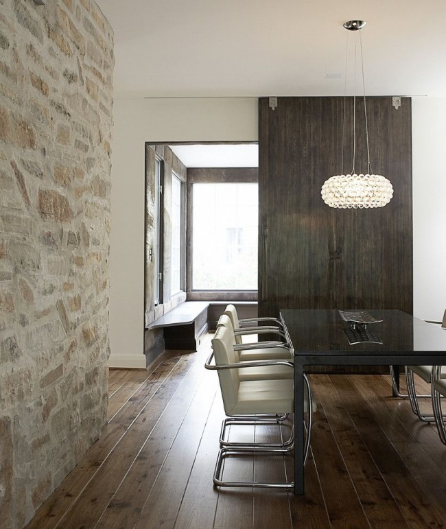 Часто шпонированную дверь трудно отличить от двери из натурального массива