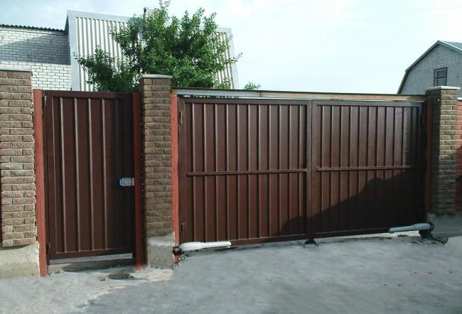 Для удобства использования ворот можно установить приводы автоматического открытия