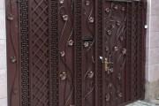 Фото 15 Металлические распашные ворота с калиткой (44 фото): особенности выбора и установки