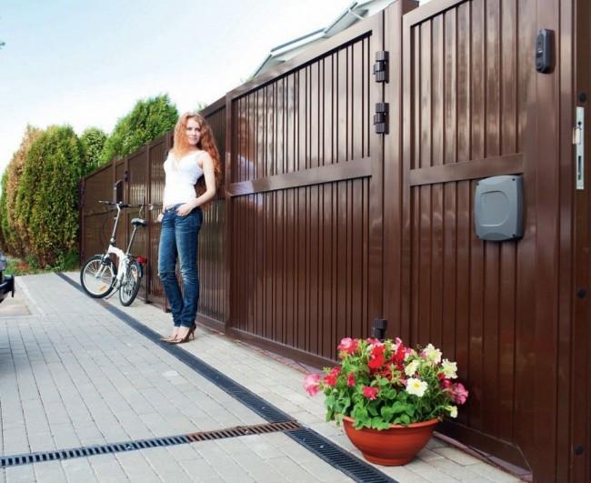 Ворота из металла - надежное ограждение для вашего двора