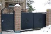 Фото 7 Металлические распашные ворота с калиткой (44 фото): особенности выбора и установки