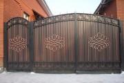 Фото 17 Металлические распашные ворота с калиткой (44 фото): особенности выбора и установки