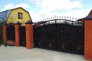 Фото 8 Металлические распашные ворота с калиткой (44 фото): особенности выбора и установки