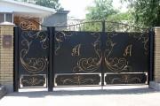Фото 10 Металлические распашные ворота с калиткой (44 фото): особенности выбора и установки