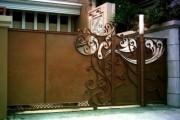 Фото 11 Металлические распашные ворота с калиткой (44 фото): особенности выбора и установки