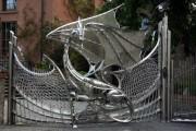 Фото 13 Металлические распашные ворота с калиткой (44 фото): особенности выбора и установки