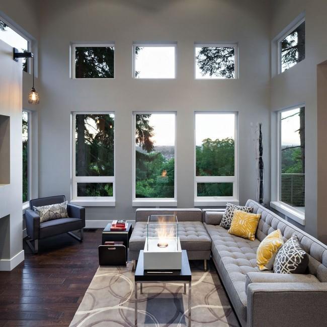 Уютная гостиная с металлопластиковыми окнами