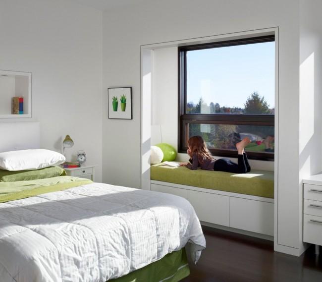 Одно из основных требований к пластиковому окну в детской комнате – это высокие теплоизоляционные свойства, герметичность и отсутствие продувания
