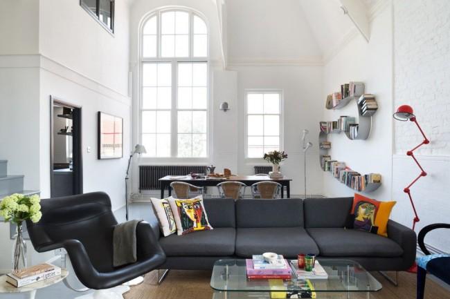 Гостиная с пластиковыми окнами в скандинавском стиле