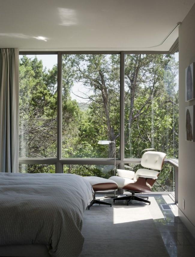 Угловая спальная комната с шикарными панорамными окнами