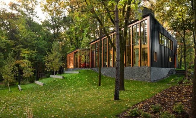Разнообразие видов и цветов металлосайдинга позволяет подобрать оптимальный материал практически для любого здания