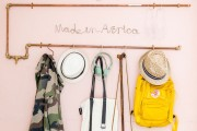 Фото 28 Настенная вешалка для одежды в прихожую: материалы, конструкции,  дизайн