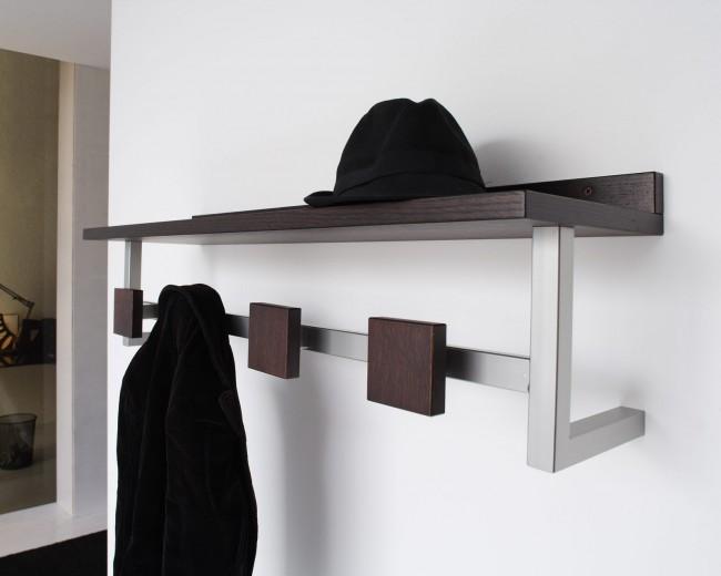 сли вешалка дополнена еще и полкой, вам будет, где хранить шапки и шарфы